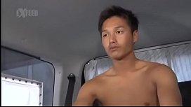 ノンケ男子たちが車の中で男にちんぽを咥えられ射精させられちゃう