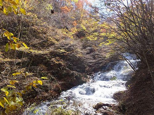 20171101北軽井沢、紅葉の魚止めの滝1