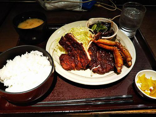 20180222名古屋駅で食べた味噌カツ、手羽先、どて煮