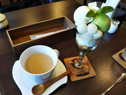 20180522草津温泉カフェ花栞(はなしおり)白玉抹茶パフェ、カフェオレ1
