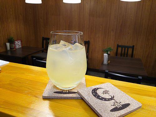 草津温泉カフェ花栞(はなしおり)りんごジュース