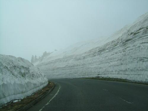 2006.5.国道292号線の雪の壁