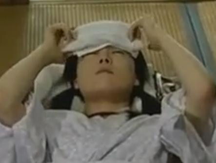 ヘンリー塚本 風邪をひいて寝込んでる小娘を親父が襲って近親相姦