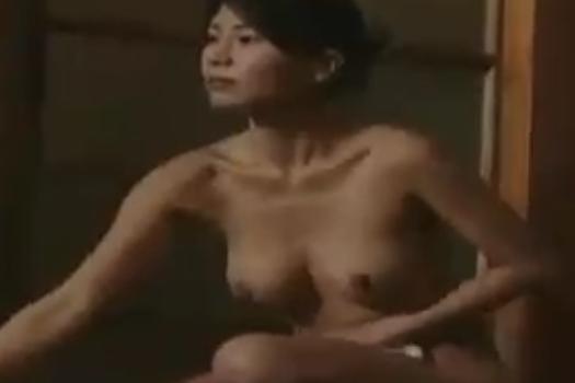 ヘンリー塚本 盲目の女性アンマ師が混浴露天風呂に入ってきてスレンダーボディを披露