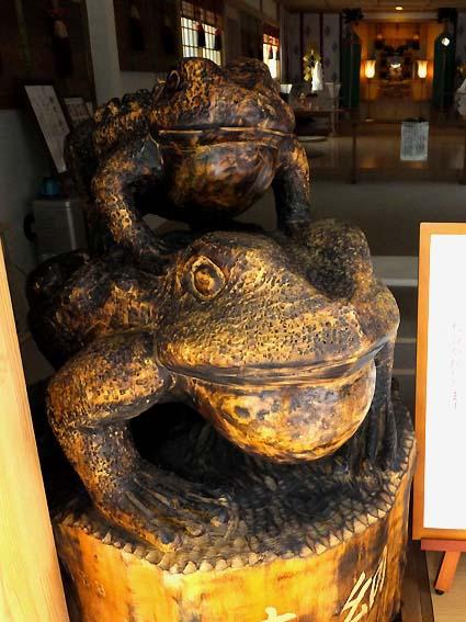 星置神社の撫でカエル