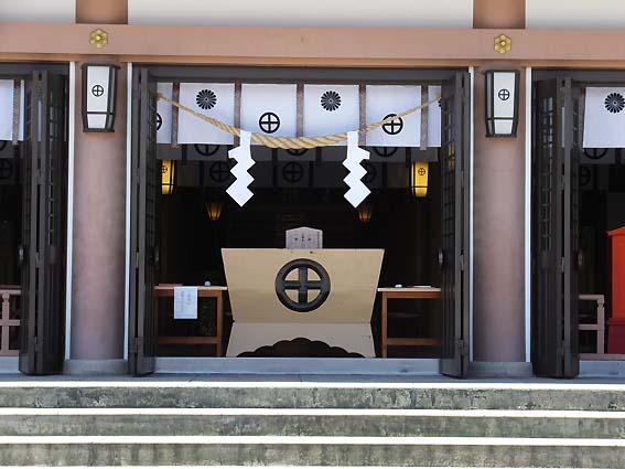 照國神社の拝殿