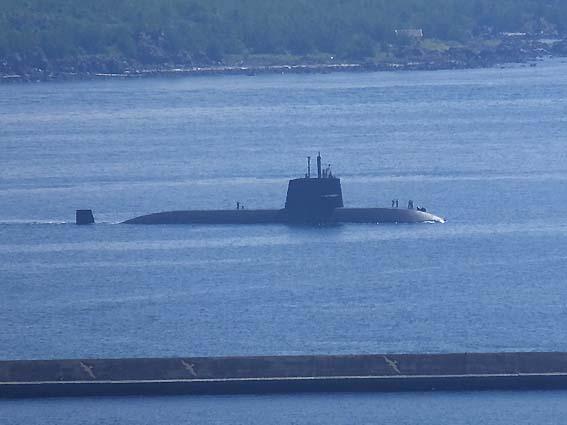 錦江湾に浮かぶ潜水艦