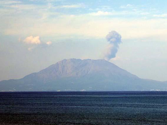 噴煙が昇る桜島