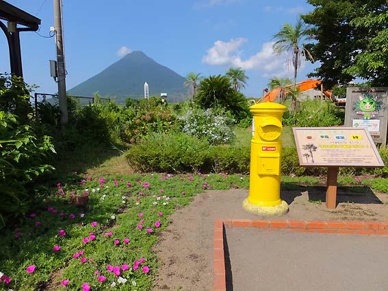 西大山駅前の「幸せを届ける黄色いポスト」