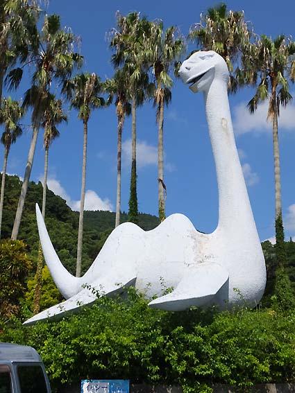「池田湖パラダイス」駐車場のイッシー像