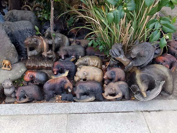 淡嶋神社のクマの置物