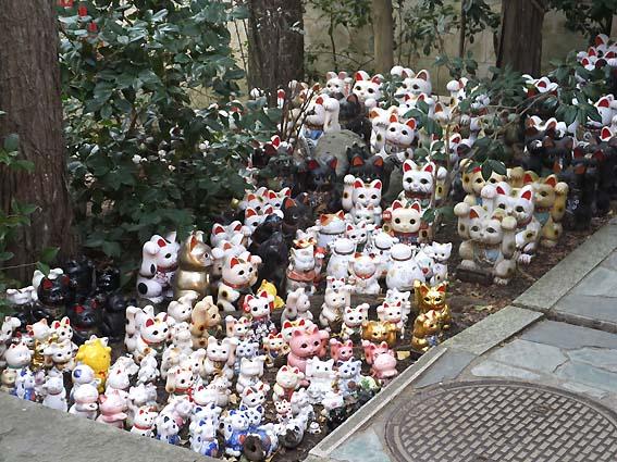 淡嶋神社の招き猫