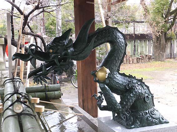 生國魂神社手水舎の龍