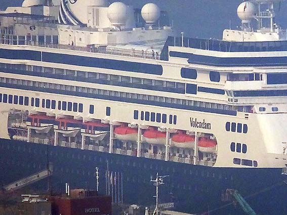 長崎港の《フォーレンダム》