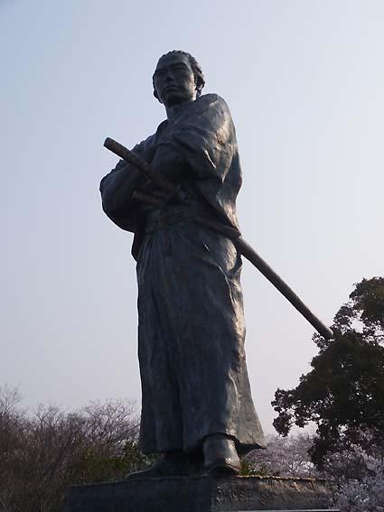 風頭公園の坂本龍馬像