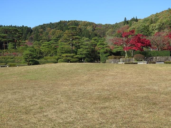 翠楽苑前庭