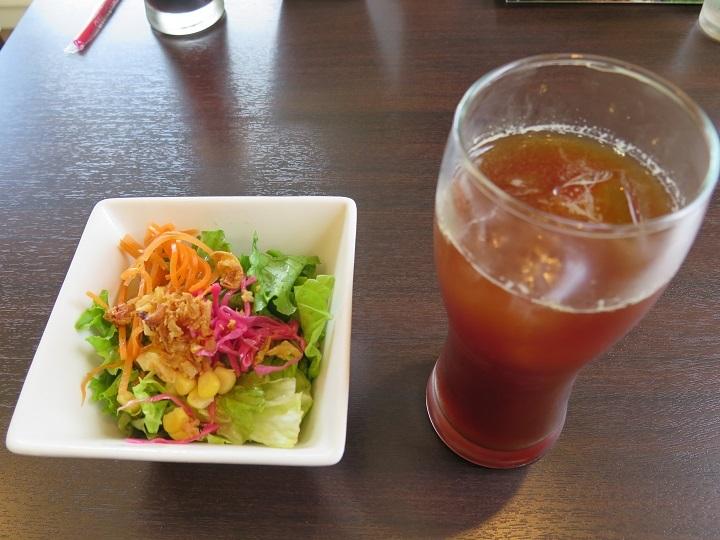 サラダとカフェアメリカン