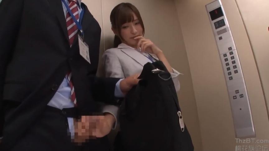M男ちゃんねる エレベーター 痴女 手コキ OL