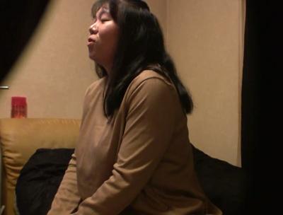 【熟女・人妻に中出し動画】熟女デリヘルで呼んだ熟女のomannkoに生中出しするおめこを隠し撮りしたポルノ裏ビデオ