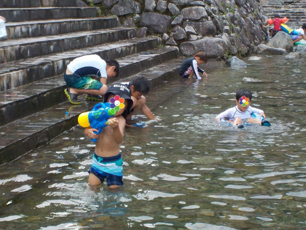 魚のつかみ取りと川遊び みつえ青少年旅行村9