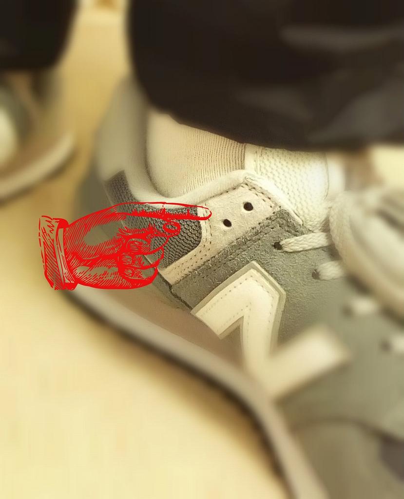 ニューバランスのスニーカーの靴紐の結び方1