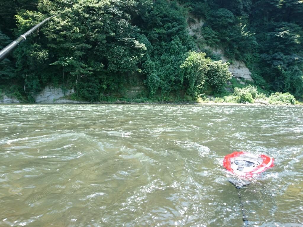お父さんは川へ鮎釣りへ。子供達は夏休み。