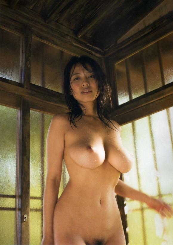 坂ノ上朝美 引退したGカップ巨乳の超レアなヘアヌード写真集が再発売のおっぱい画像