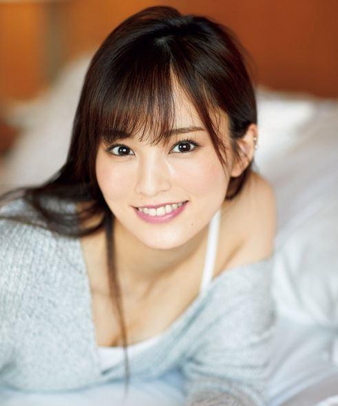 山本彩 ソロデビュー1年でグラビアも頑張っているDカップ美巨乳のおっぱい画像 表紙