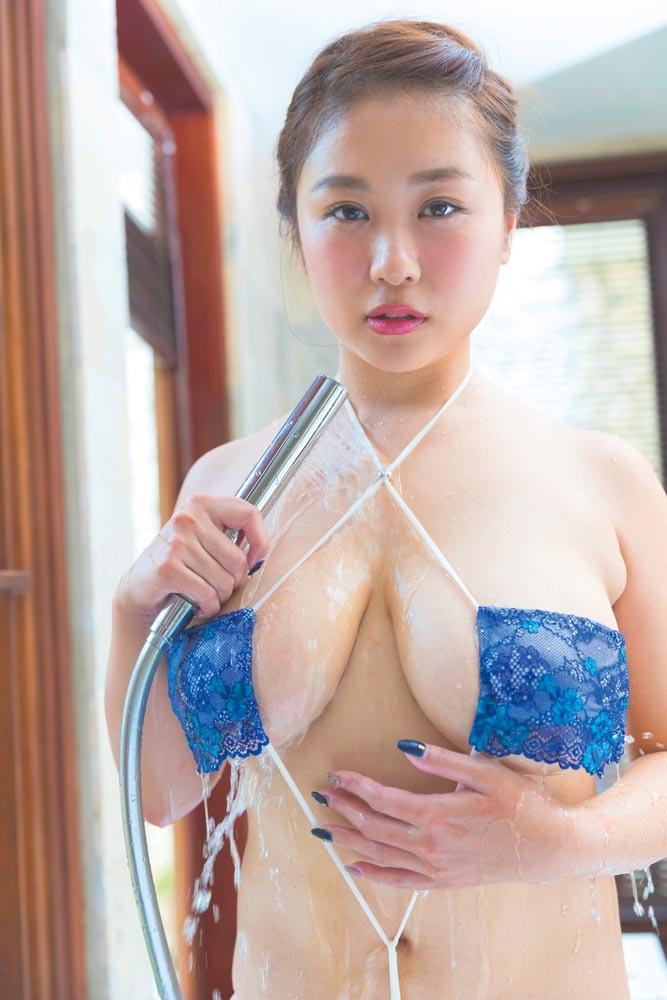 西田麻衣 メロンIカップ超爆乳をプルプル揺らしまくる新作のおっぱい画像