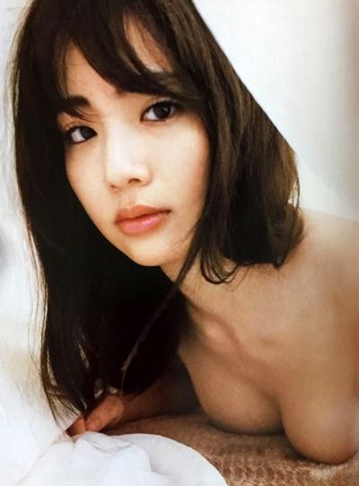 平嶋夏海 元AKB48娘が2nd写真集のお尻丸出しが大好評なおっぱい画像
