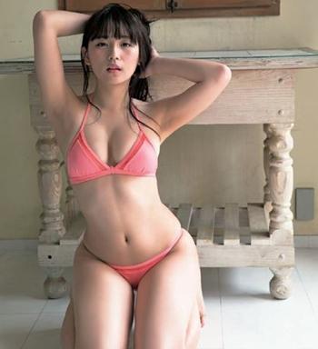 浅川梨奈 まだ19歳の浅川梨奈ちゃんはやっぱり可愛すぎる巨乳おっぱい画像