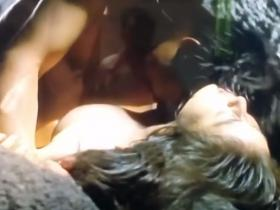【濡れ場】天海祐希 洞窟で全身びしょ濡れになりながら美乳が見えてる濡れ場動画