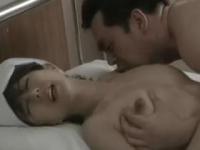 小林ひとみ 「お願い、やめて・・・」美熟女ナースの色気に我慢できなくなった患者が襲い掛かる