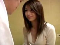 加藤ツバキ 「ママとしてみる?」美人で優しいお母さんが童貞で悩む息子を筆おろし