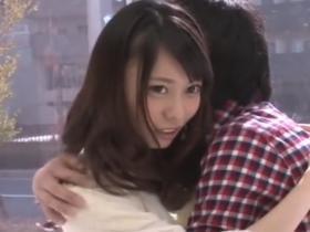 【マジックミラー号】女優さんみたいに美人な女子大生が謝礼に釣られて男友達に人生初の中出しさせちゃう 川菜美鈴