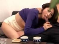 寝取られ願望のある旦那に覗かれながら上司のチンポに感じる美人妻 長谷川美紅