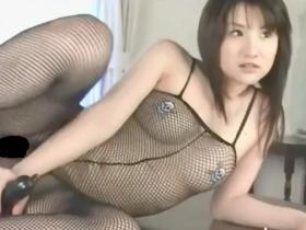 【無修正・お宝】尾崎ナナ 全身網タイツで開脚した股間からマ○コがはっきり見えちゃった激ヤバ動画