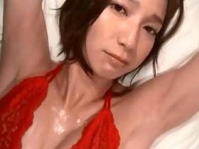 【お宝】芹那 汗ばんだ美乳の谷間と真っ赤な透けブラがエロすぎる