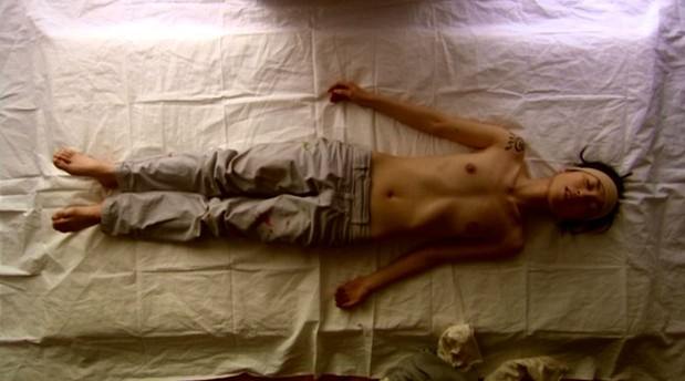 岩瀬塔子(女優濡れ場)映画「ストロベリーショートケイクス」チクビ丸出し裸濡れ場を披露。(※ムービーあり)