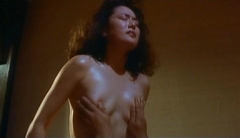青山美恵子(女優濡れ場)映画「難波カネ融伝 ミナミの帝王 劇場版V (甘い罠)」でラブシーンチクビ出しぬーどを披露。(※写真あり)
