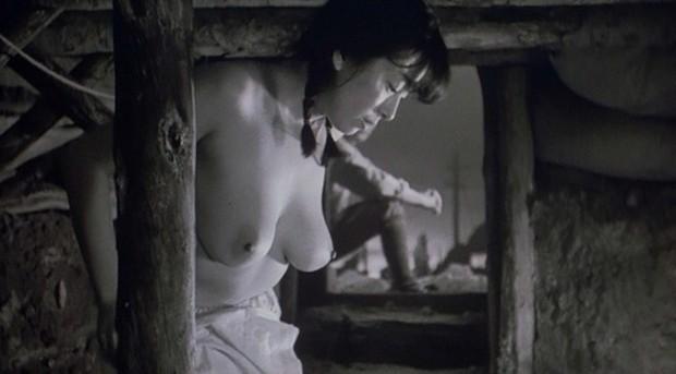 かたせ梨乃(女優濡れ場)映画「肉体の門」で巨乳丸出し全裸濡れ場セックスシーンを披露。(※動画あり)