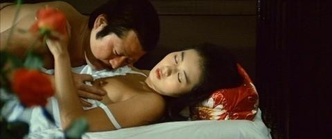 東てる美(女優濡れ場)映画「毒婦お伝と首斬り浅」でラブシーンチクビ出しぬーどを披露。(※写真あり)