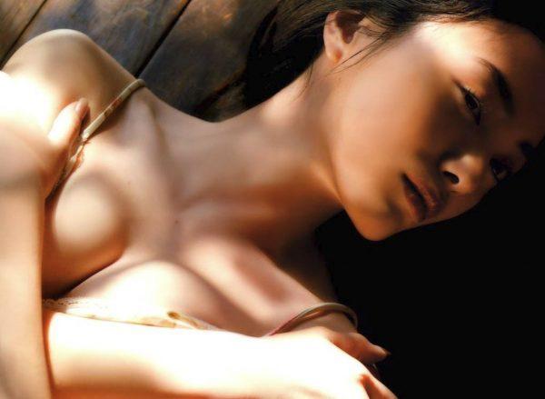 ドラマ相棒出演中の仲間由紀恵(38)がウワキした相棒との仲直りナカ出しsexで着床。(※写真あり)