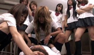 女子高生の全裸リンチ、CFNM