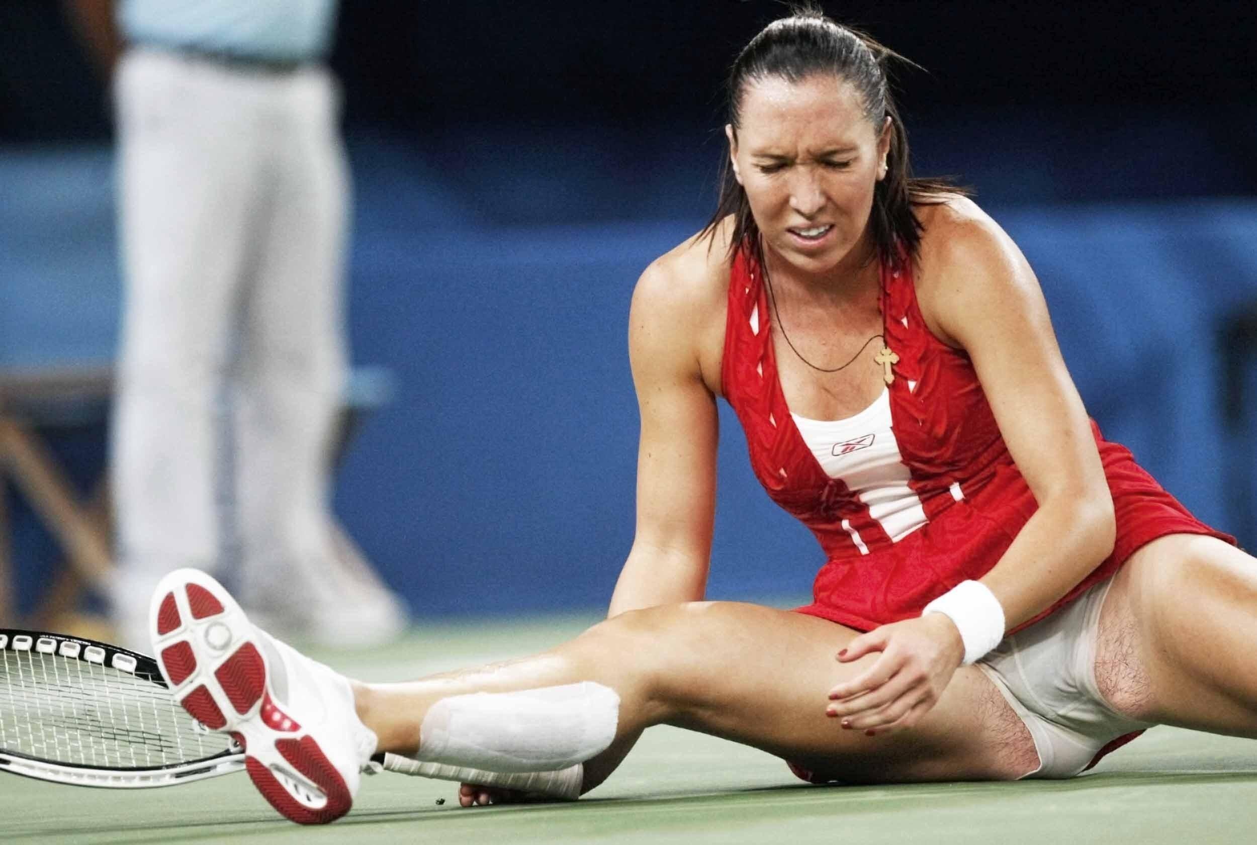female sports oops nudity