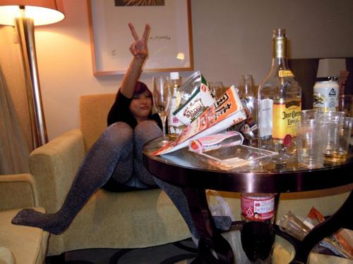 ※パンチラあり※お酒を飲んだ女は何故このように股が緩くなるのかwww(画像30枚)