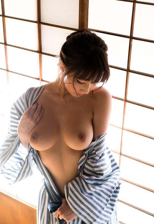 この時期、温泉宿でしっぽりエッチしたくなる浴衣美女のエロ画像wwww