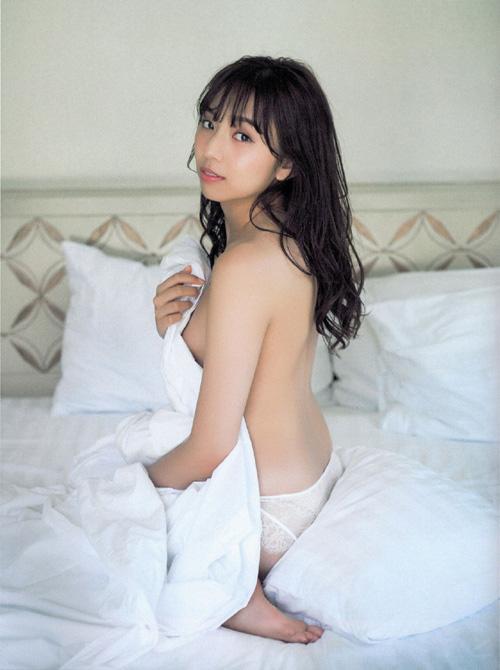 現OLで乃木坂46新内眞衣(しんうちまい)セミヌード!