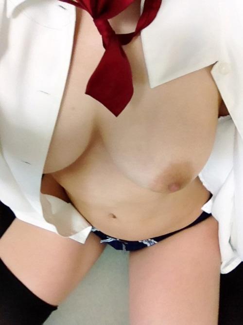 うひょ!ブラウスとかシャツのはだけた胸元からオッパイ見えるのがそそるwww(画像30枚)