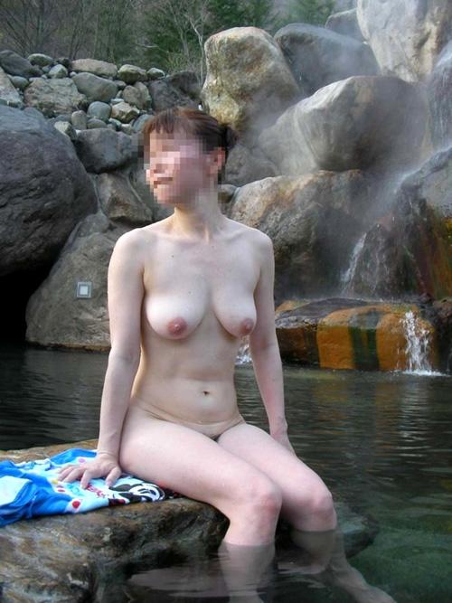 露天風呂の覗き見画像!!女風呂や混浴を盗撮?した70枚